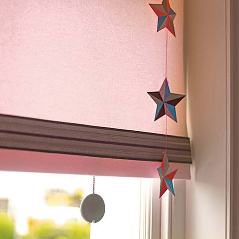 Pink roller blind with star accessories